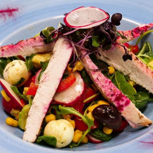 Hinduşkalı və şirin qarğıdalılı salat
